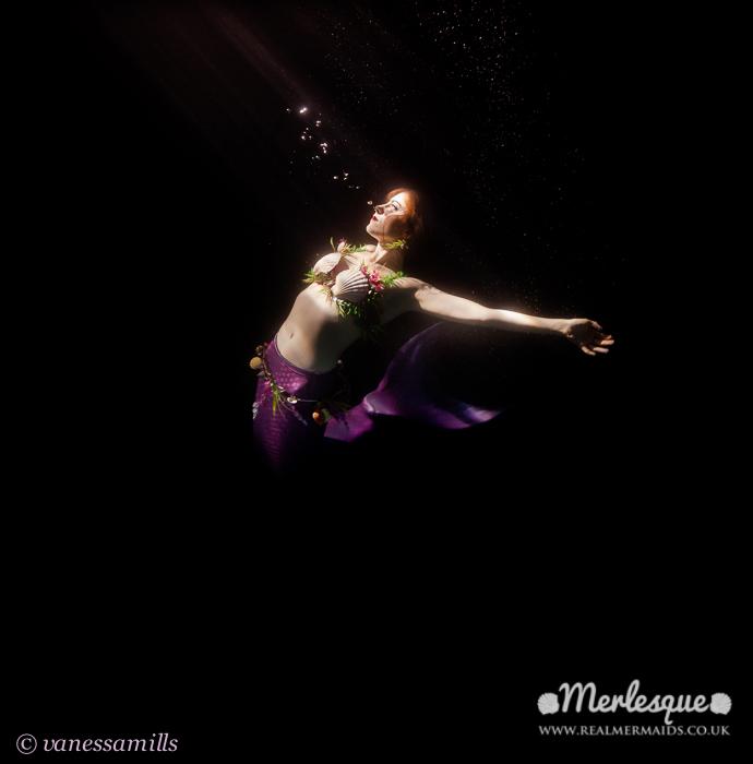Name:  light dark underwater moonlight bubbles mermaid ondine merlesque .png Views: 108 Size:  178.9 KB