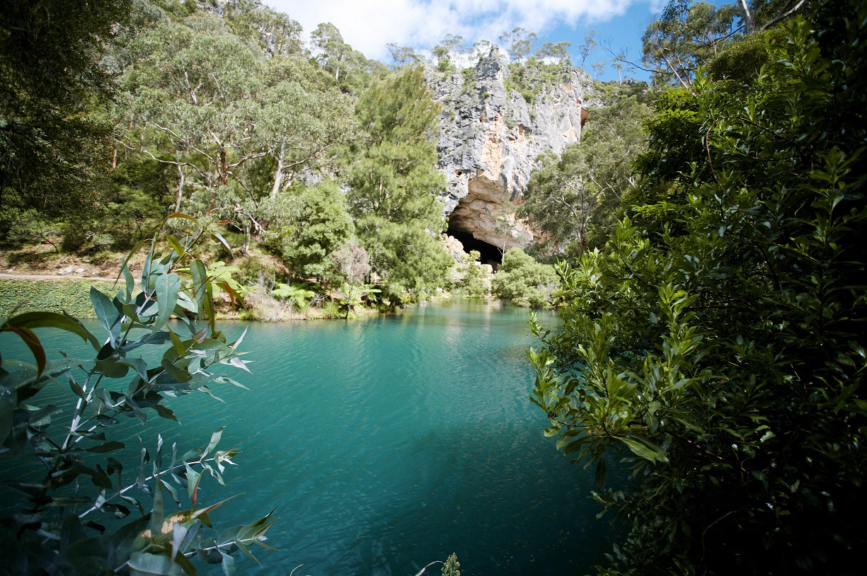 Name:  Blue-Lake-Jenolan-Caves.jpg Views: 1060 Size:  532.0 KB