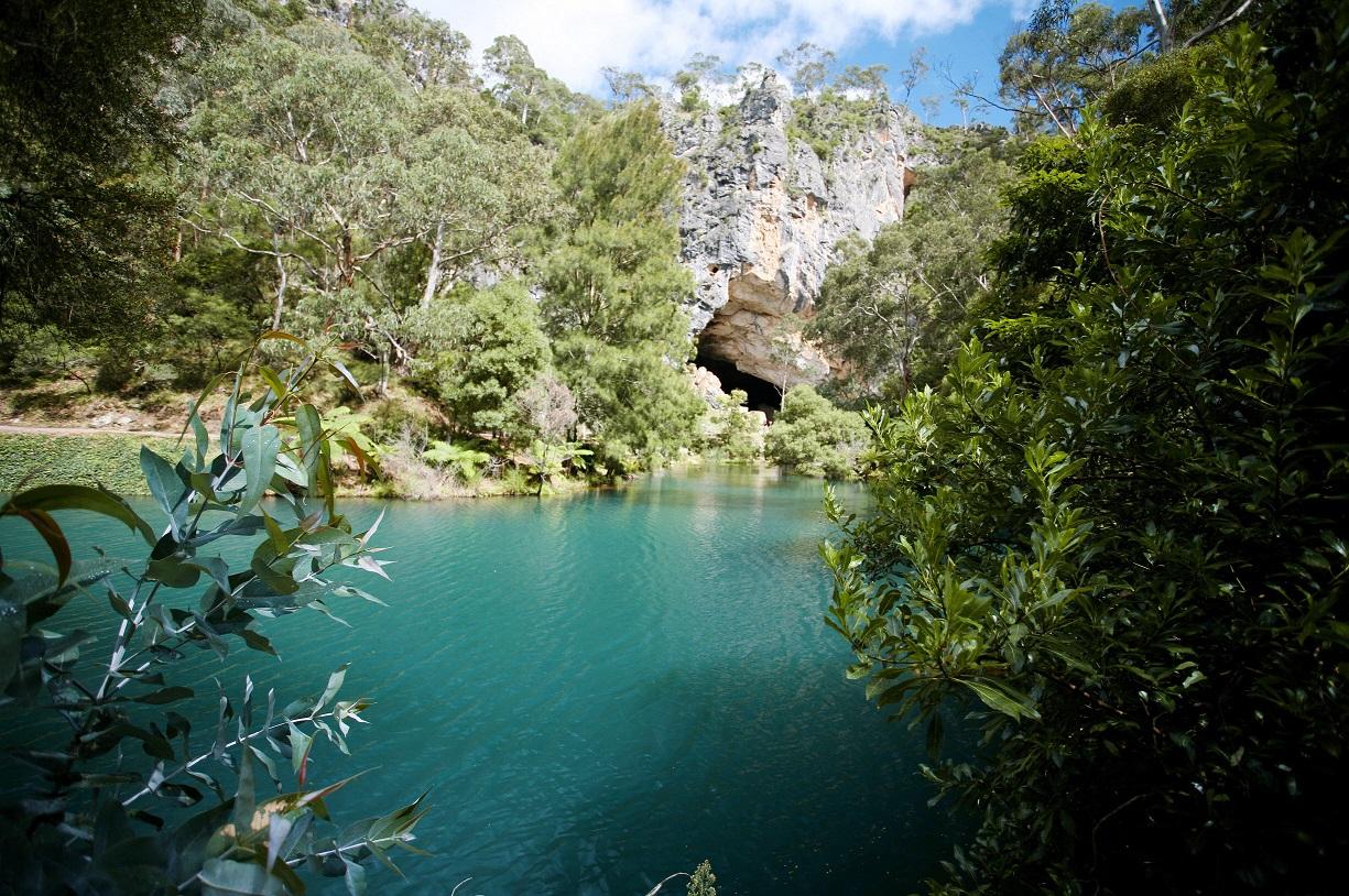 Name:  Blue-Lake-Jenolan-Caves.jpg Views: 1033 Size:  532.0 KB